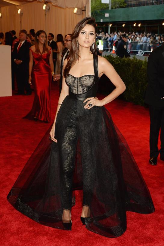 Nina Dobrev was probably my favorite of the night. This is her best look yet, she definitely pulled off her edgy bustier custom Monique Lhuillier dress/jumper