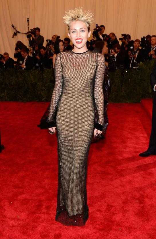 For someone who prides herself in being so punk Miley Cyrus kind of shat the bed with this awkward nude/mesh Marc Jacobs dress.
