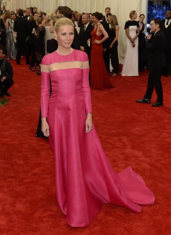 Gwyneth Paltrow rocking a  hot pink custom Valentino gown