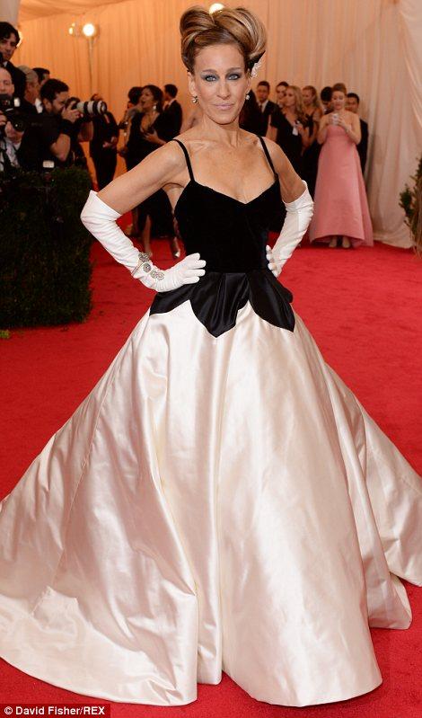 Sarah Jessica Parker channelling old school beauty in Oscar de la Renta